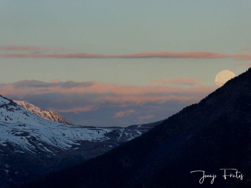 P1320596 1024x768 - Amanece con Luna Rosa en el Valle de Benasque