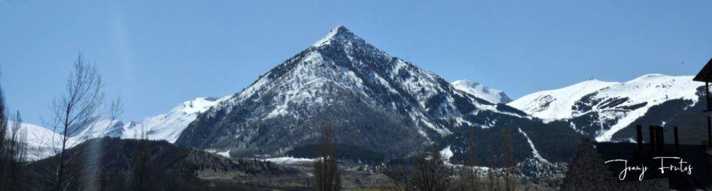 Panorama 4 1024x275 - Abril, sol, nieve, confinamiento, Cerler.