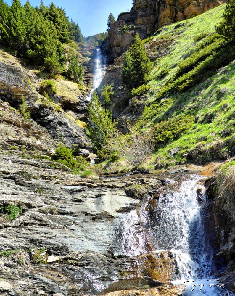 P1330013 fhdr 001 - Las Tres Cascadas de Cerler.