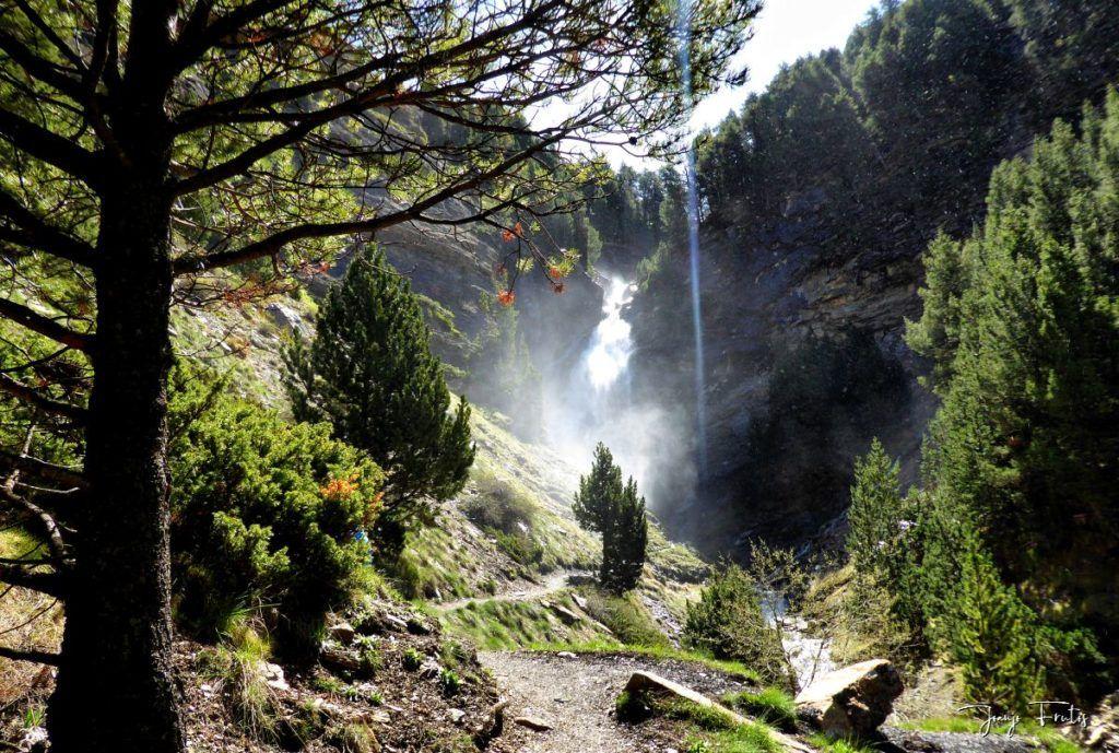 P1330037 fhdr 001 1024x689 - Las Tres Cascadas de Cerler.