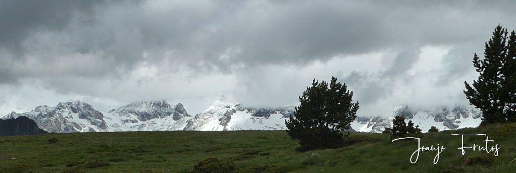 P1330481 1024x343 - Cerler Junio nevado con normalidad