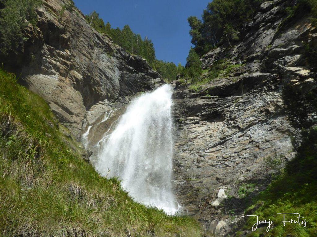 P1330601 1024x768 - Empezamos verano cascadas y setas