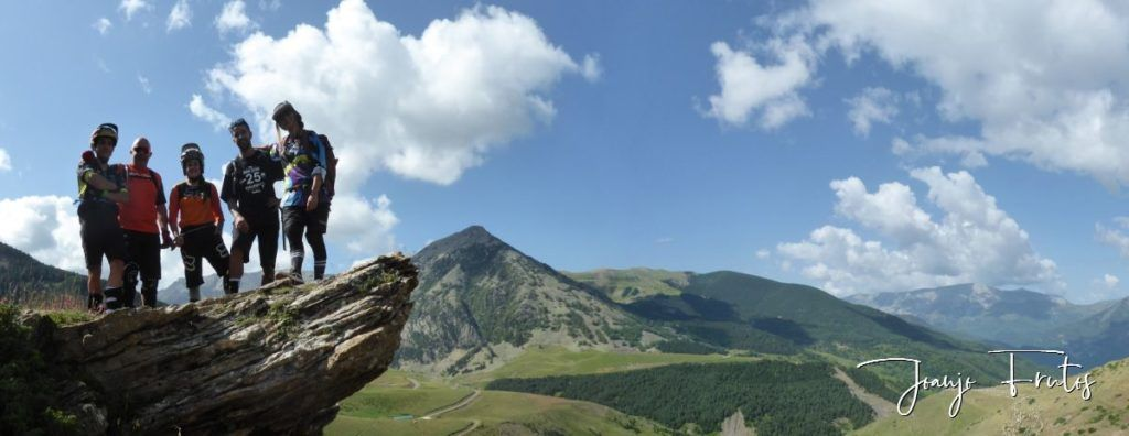 Panorama 1 1 1024x396 - Disfrutamos los senderos de Cerler