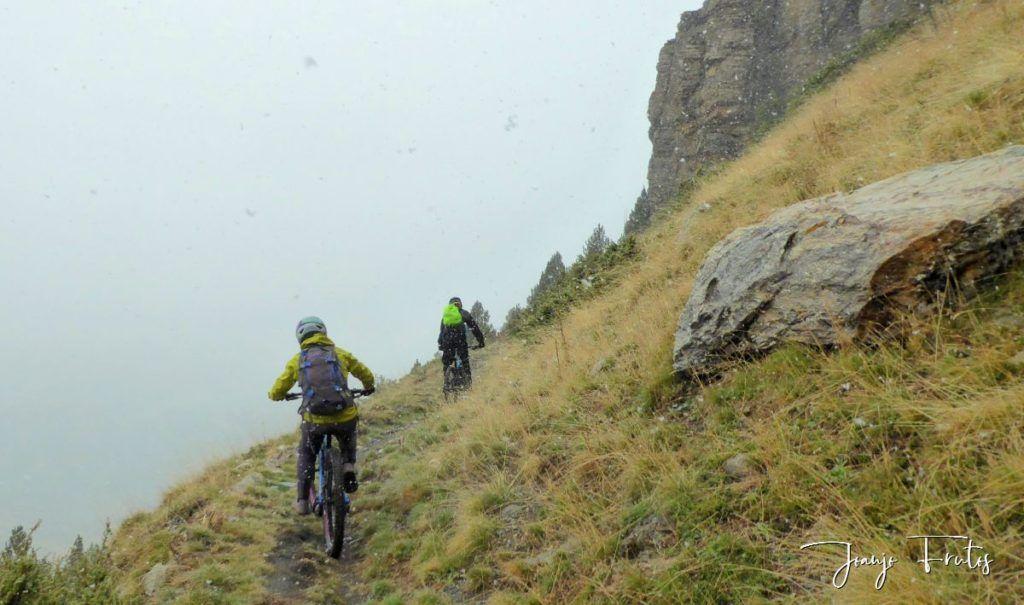 P1350093 1024x605 - Nieve y bike en Cerler.