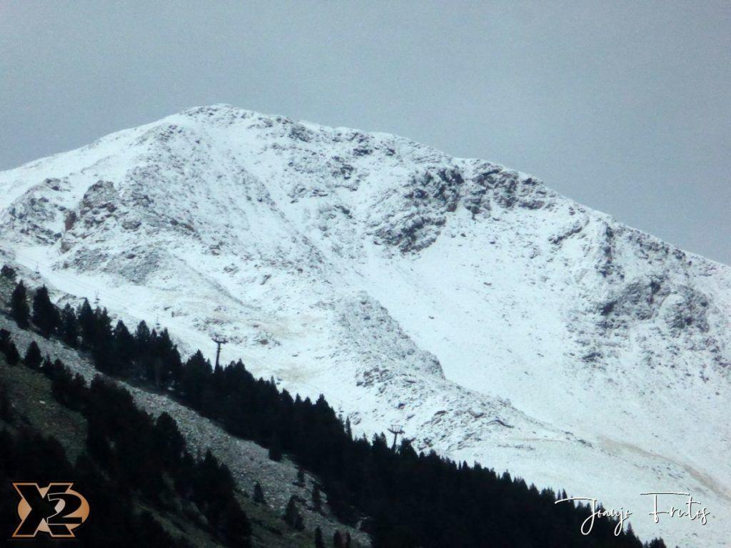P1360192 1024x768 - Endureando senderos del Pirineo.