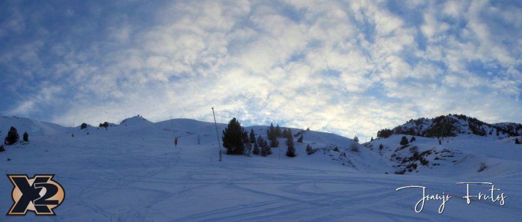 Panorama 9 001 1024x437 - Por la tarde más nieve en Cerler.