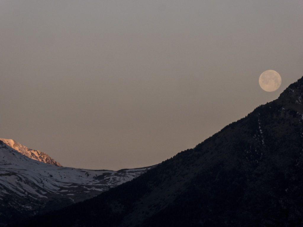 P13800611 1024x768 - Amanecer de Luna llena