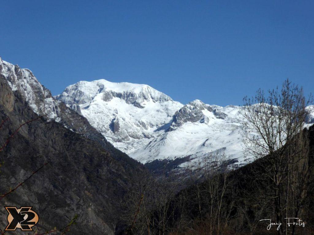 P1380418 1024x768 - Cimas Valle de Benasque nevadas.