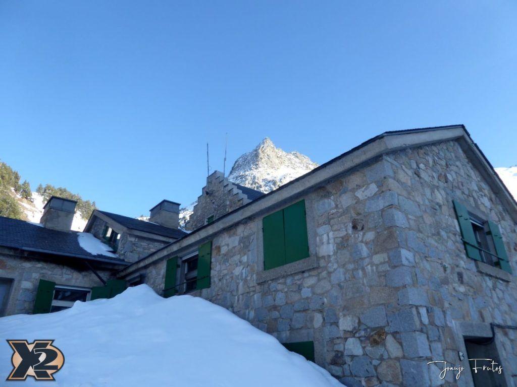 P1380508 1024x768 - Maladeta con nieve polvo.