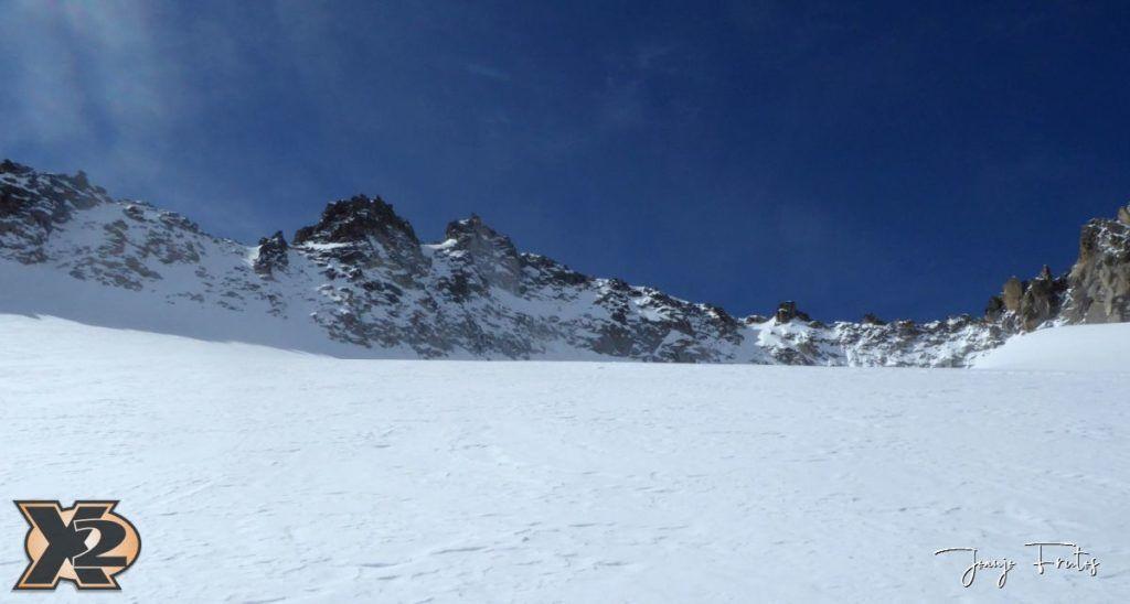 P1380565 1024x548 - Maladeta con nieve polvo.