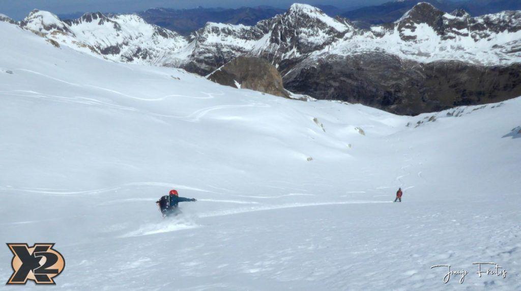 P1380613 1024x572 - Maladeta con nieve polvo.