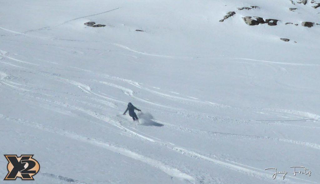 P1380628 1024x589 - Maladeta con nieve polvo.