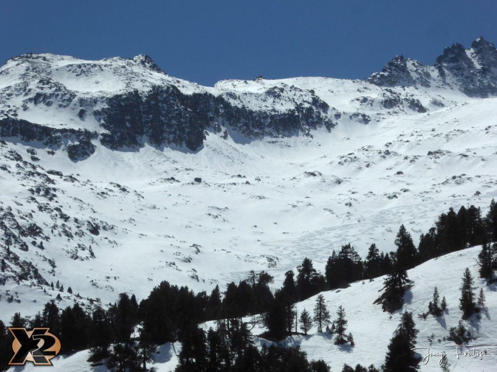 P1380643 1024x768 - Maladeta con nieve polvo.