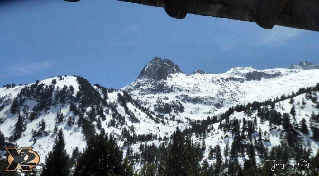 P1380645 1024x567 - Maladeta con nieve polvo.