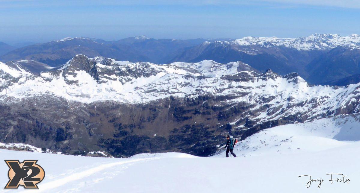 Panorama 2 001 - Maladeta con nieve polvo.
