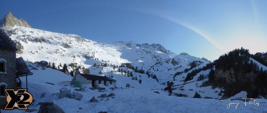 Panorama 4 1 1024x434 - Maladeta con nieve polvo.