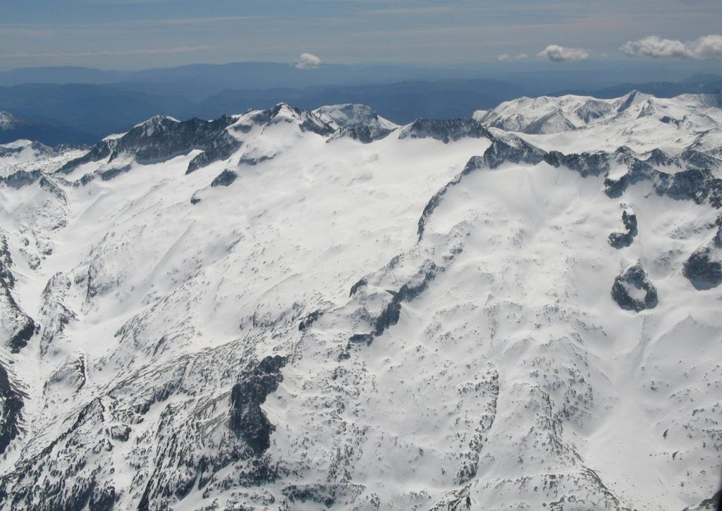 maladeta huellas 1 1024x725 - Maladeta con nieve polvo.
